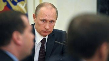 Президент России Владимир Путин проводит оперативное совещание с постоянными членами Совета безопасности РФ. Фото с места события