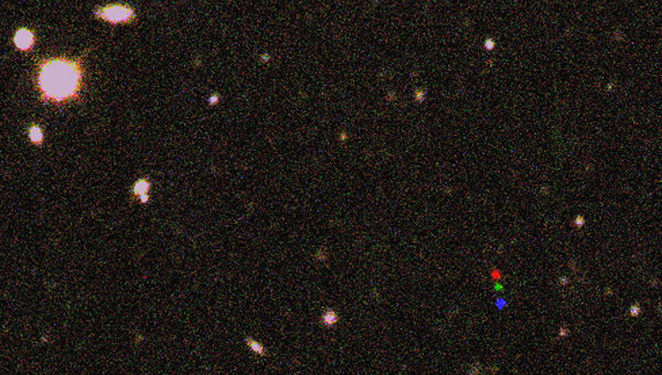 Снимки карликовой планеты 2012 VP113 (красная, зеленая и синяя точки), которую авторы статьи предлагают назвать в честь  Джозефа Байдена