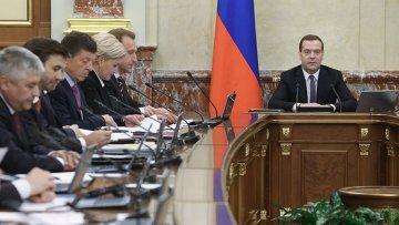 Дмитрий Медведев на заседании кабинета министров РФ. Архивное фото