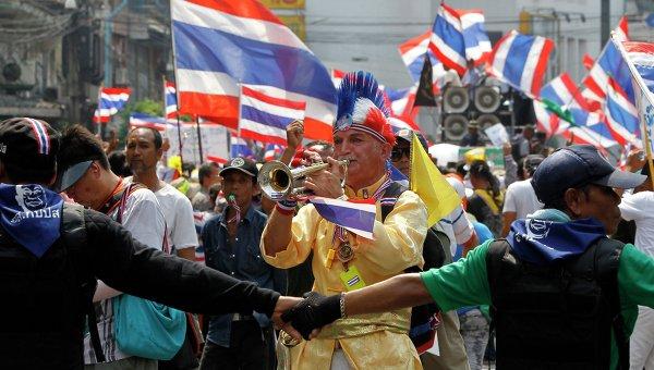 Демонстранты в Бангкоке во время акции протеста 28 марта 2014 года. Фото с места событий