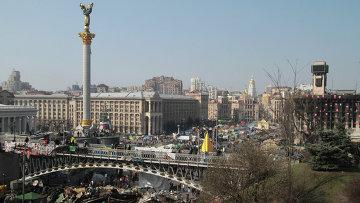 Неубранные баррикады на площади Независимости в Киеве