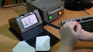Оформление водительского удостоверения. Архивное фото