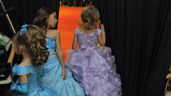 Детский конкурс красоты. Архивное фото