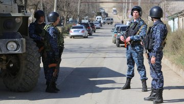 Сотрудники полиции на месте проведения контртеррористической операции. Архив