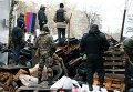 Баррикада, сооруженная сторонниками федерализации Украины в Славянске, 13 апреля 2014