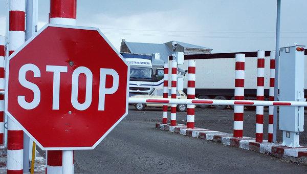 Контрольно-пропускной пункт на границе. Архивное фото