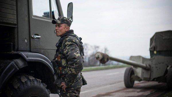 Боец Украинской армии возле Донецка. Архивное фото