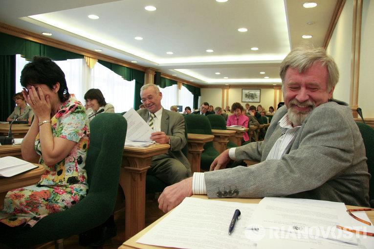 Ба, знакомые все лица: депутаты облдумы в объективах фотокамер