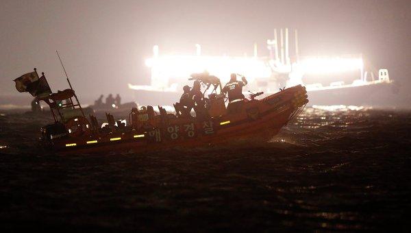 Спасательная операция на месте затопления пассажирского судна Севол в Южной Корее 22 апреля 2014