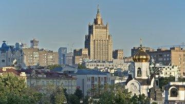 Вид с Патриаршего моста на здание МИД РФ в Москве