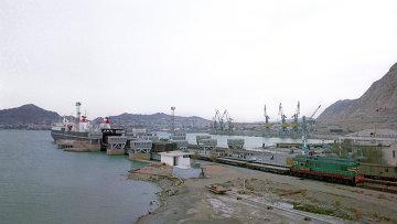 Порт на Каспийском море, архивное фото