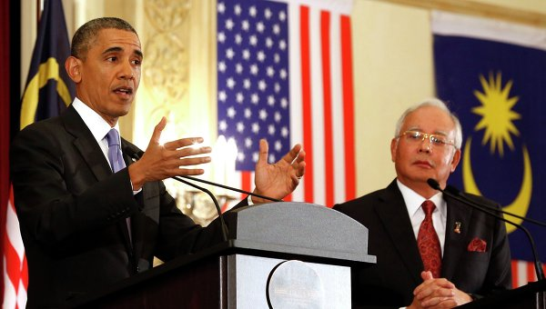 Президент США Барак Обама выступает на пресс-конференции в Малайзии