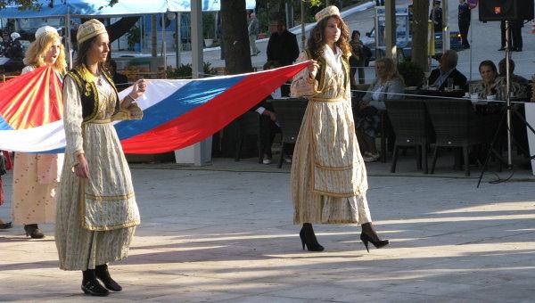Российский флаг на площади Трех адмиралов в греческом Нафплионе. Архивное фото