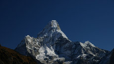 Гора Ама-Даблам в Непале. Архивное фото