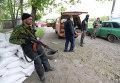 Силы самообороны Славянска на одном из блокпостов при въезде в Славянск