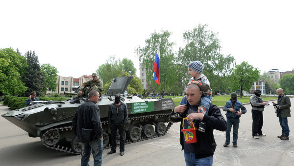 Силы самообороны Славянска в центре города