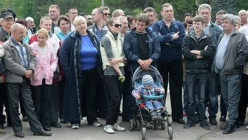Жители Славянска на митинге в центре города. Архивное фото