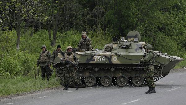 Украинские военные между Краматорском и Славянском, архивное фото