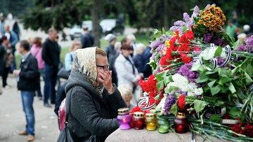 Цветы и свечи в память о погибших в Одессе 2 мая 2014 года