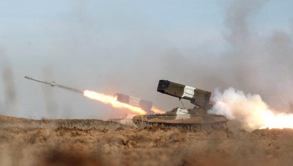 Залп тяжелой огнеметной системы ТОС-1А Буратино во время тактико-специальных учений. Архивное фото