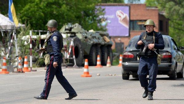 Блокпост национальной гвардии Украины в Славянске, архивное фото