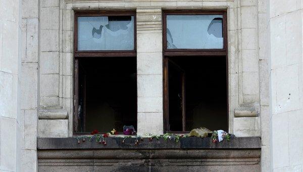 Разбитые окна в Доме профсоюзов в Одессе. Архивное фото