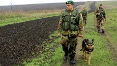 Украинские пограничники на участке украино-российской границы. Архивное фото