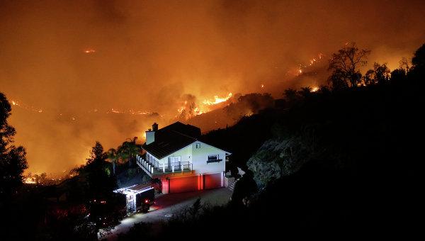 Сверепый пожар вСША уничтожил 17 домов