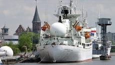 Музейные экспонаты - корабли на вечной стоянке у комплекса Музея Мирового океана в Калиниграде