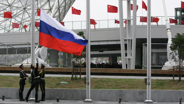 Поднятие российского флага на церемонии открытия Дня России на Всемирной универсальной выставке ЭКСПО-2010 в Шанхае. Архивное фото