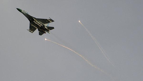 Истребитель украинской армии в небе над Луганском