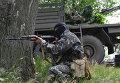 Бойцы народного ополчения во время боя с украинскими силовиками под Славянском
