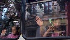 Жители Славянска эвакуируют детей. Архивное фото