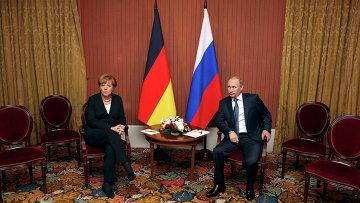 Президент России Владимир Путин на встрече с канцлером Германии Ангелой Меркель в Довиле, на севере Франции