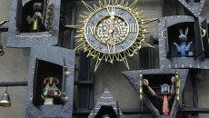 Часы на фасаде Театра кукол имени Образцова. Архивное фото