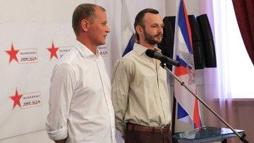 Освобожденные журналисты телеканала Звезда Андрей Сушенков и Антон Малышев