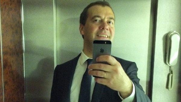 Селфи Дмитрия Медведева, опубликованное в Instagram по просьбам подписчиков