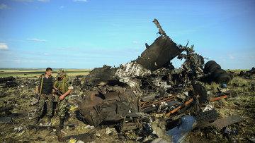 Место падения самолета ИЛ-76 ВВС Украины, сбитого ополченцами Луганска