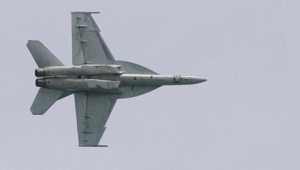 Истребитель F-18. Архивное фото