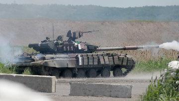 Танк украинской армии принимает участие в боях на востоке Украины. Архивное фото