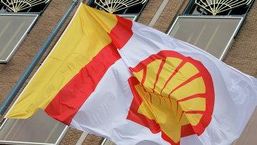 Флаг компании Shell. Архивное фото