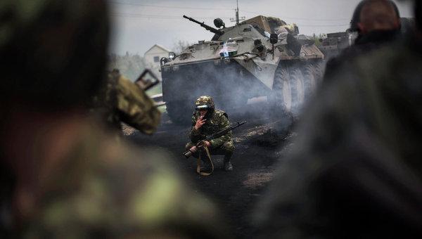 Украинские военнослужащие на блок-посту недалеко от Славянска. Архивное фото