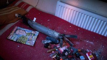 Обломки кассетного неуправляемого реактивного снаряда, архивное фото