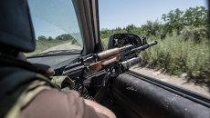 Бойцы ополчения едут в поселок Николаевка недалеко от Славянска, где начались бои с украинской армией