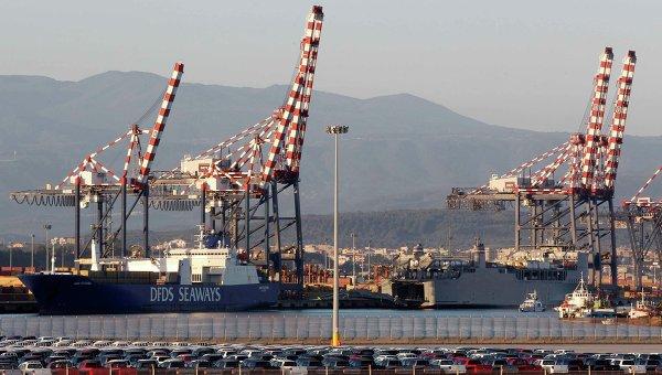 Корабли Cape Ray (справа) и Ark Futura с сирийским химоружием