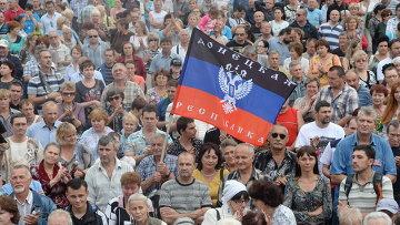 Жители города на митинге в поддержку ДНР, архивное фото