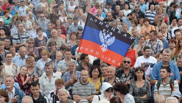 Жители города на митинге в поддержку Донецкой народной республики (ДНР). Архивное фото