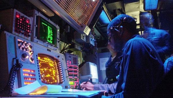 Члены экипажа ракетного крейсера Vella Gulf ВМС США. Архивное фото