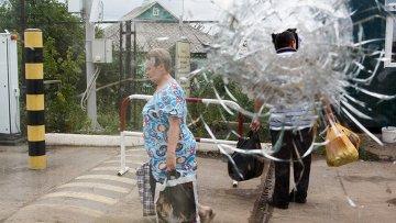 Беженцы на пограничном пункте пропуска Изварино