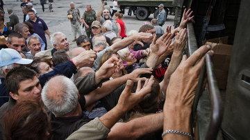 Население Славянска получает гуманитарную помощь, Украина. Архивное фото
